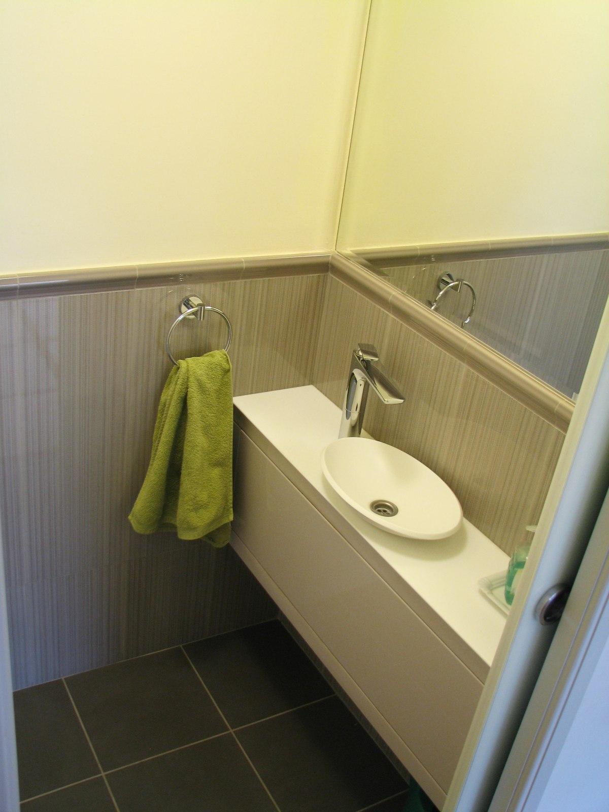 A vendég WC kis mosdója