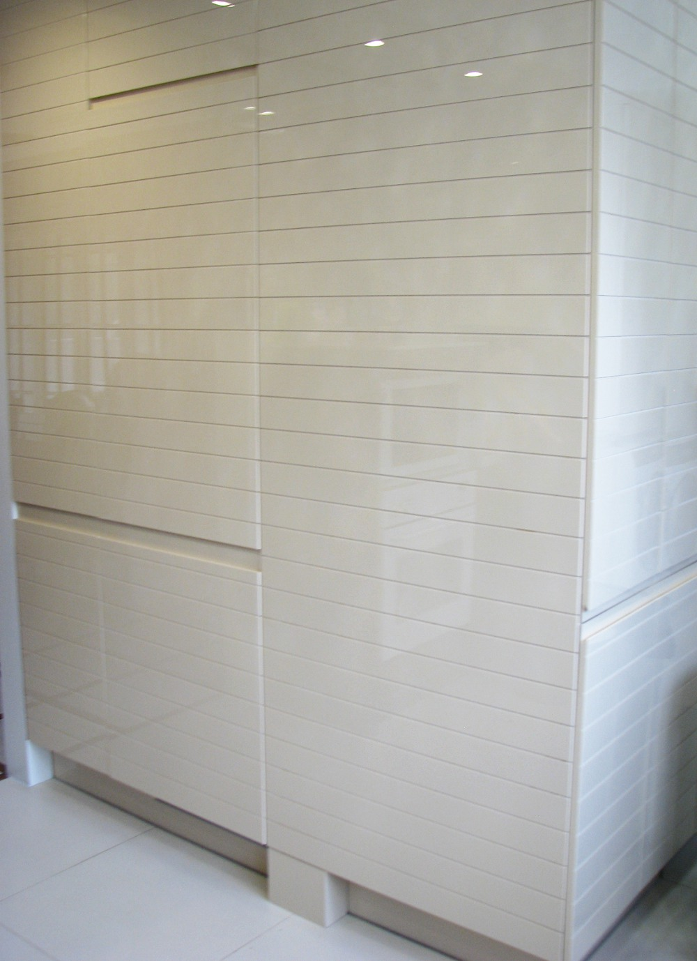 Konyhaszekrény kialakítása beépített hűtővel