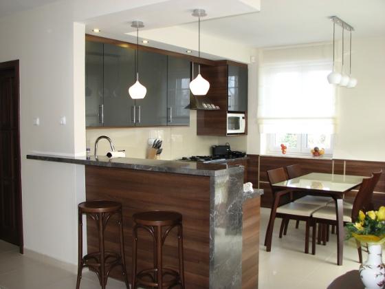 Egy klasszikus lakás modern konyhája
