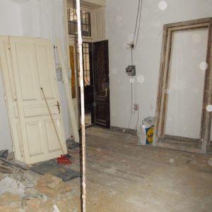 Bejárat Kicsit félelmetes a felújítás ezen időszaka, de mi szeretjük. Mert már felújítás közben látszik, milyen lesz, ha befejezzük a munkálatokat.