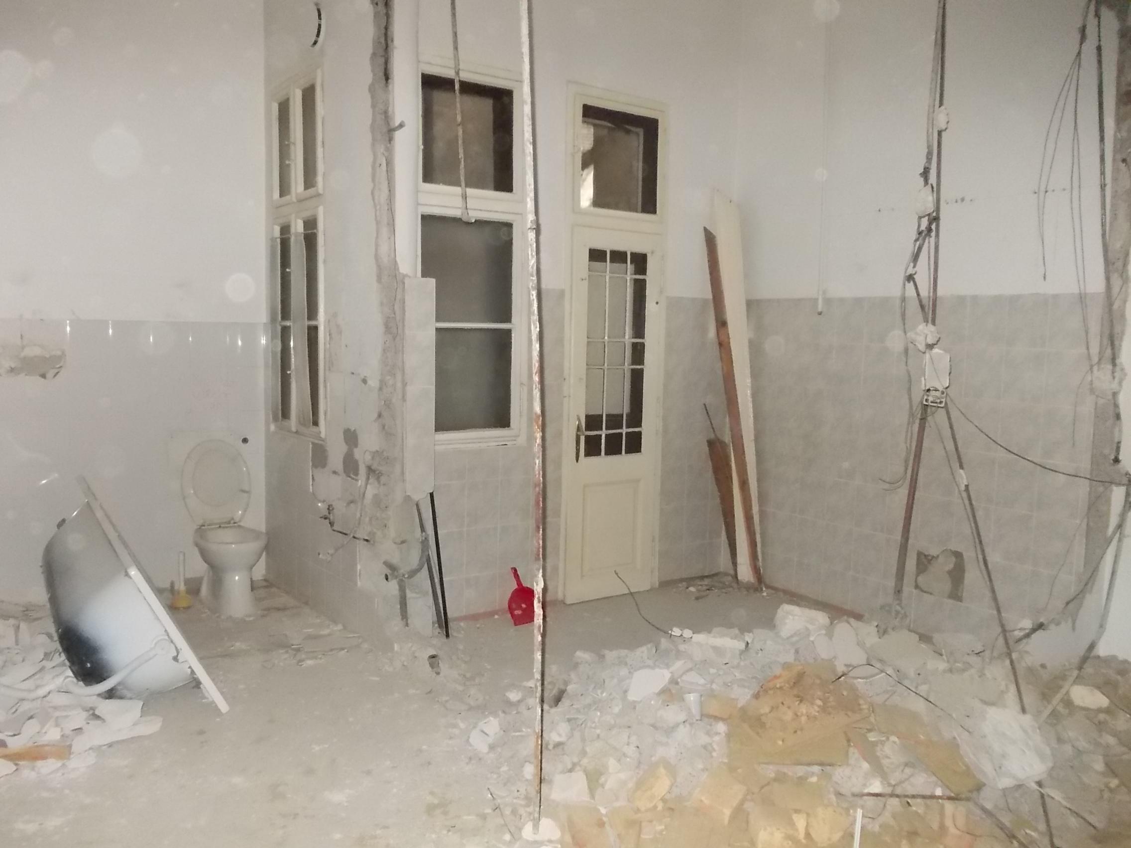 Fürdő-dolgozó - Nem messze a Blahától 2- Felújítás közben